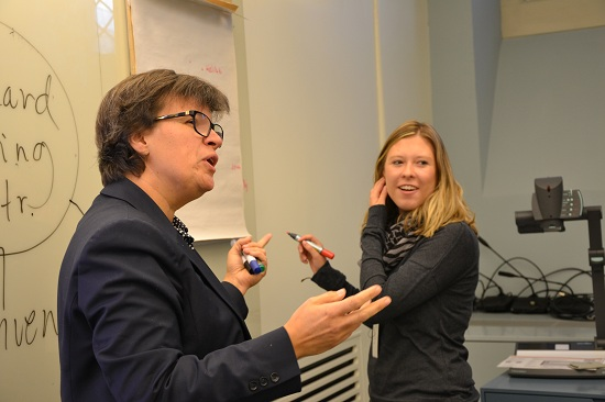 Foto: Amelie von Zweigbergk, svensk kandidat till Unescos styrelse, och Julia Mayrhuber från Österrike