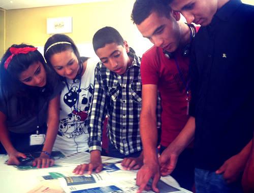Ungdomar i Tunisien får utbildning i medie- och informationskunskap