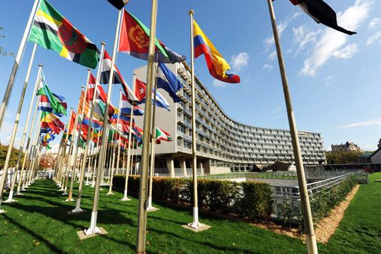 Flaggor utanför Unesco i Paris.